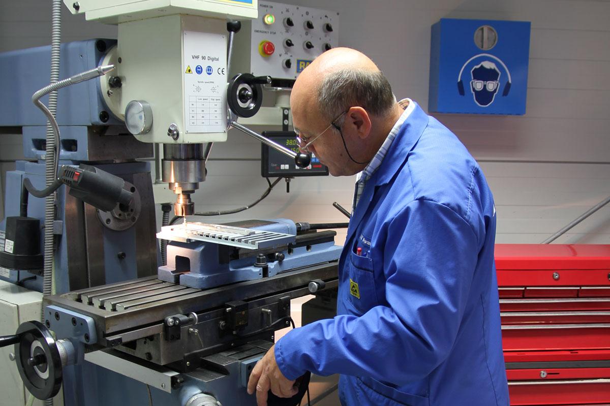Mechanische Anpassungen in unserer Werkstatt